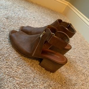 Bare traps Bare toe booties! 9.5